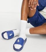 Polo Ralph Lauren x ASOS - Marineblå sliders med cremehvidt ponylogo - Kum hos ASOS